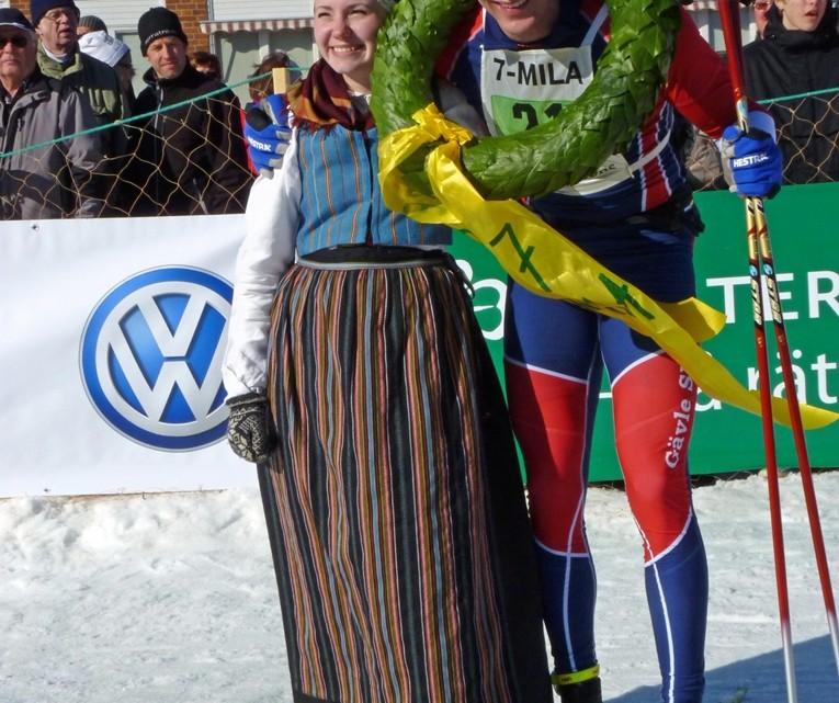 7-Mila-2012-Vinnaren-och-Kransflickan
