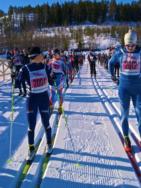 Startfalt tjejmila 2011 Mia Eriksson Linn Somskar i framsta led